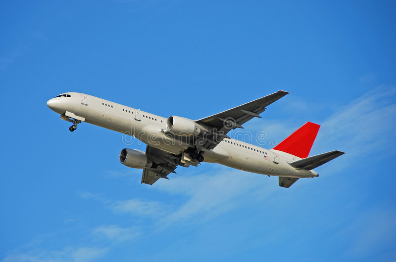 Décollage d'avion de passagers de Boeing 757 image stock