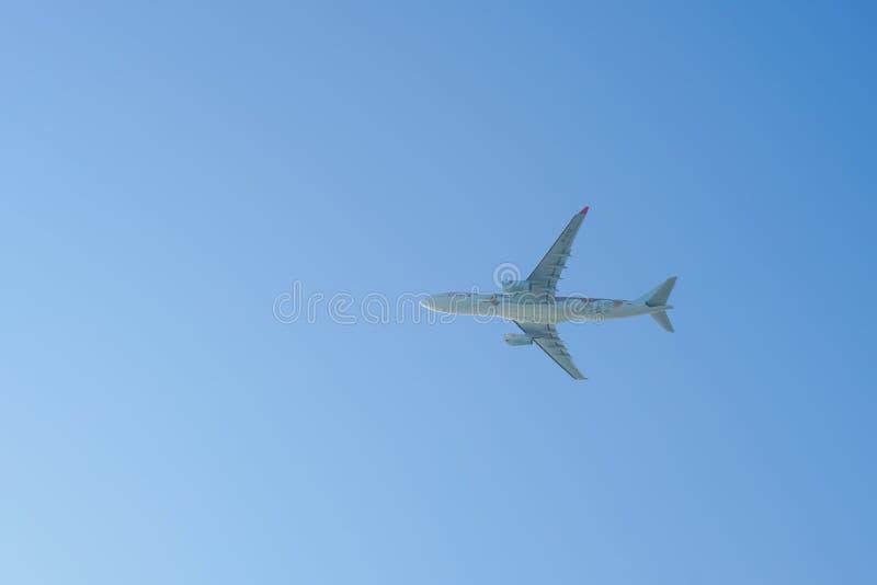 Décollage d'avions à réaction de Hong Kong International Airport images libres de droits