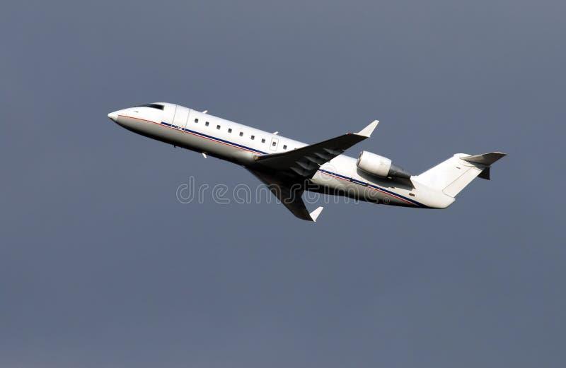 Décollage régional d'avion de passager