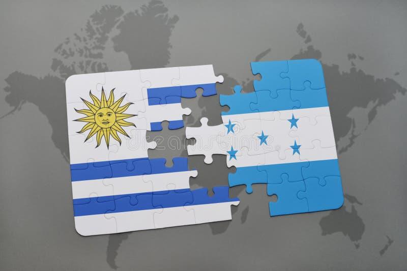 déconcertez avec le drapeau national de l'Uruguay et du Honduras sur un fond de carte du monde illustration libre de droits