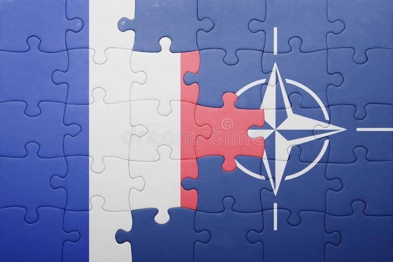 Déconcertez avec le drapeau national des Frances et de l'OTAN images stock