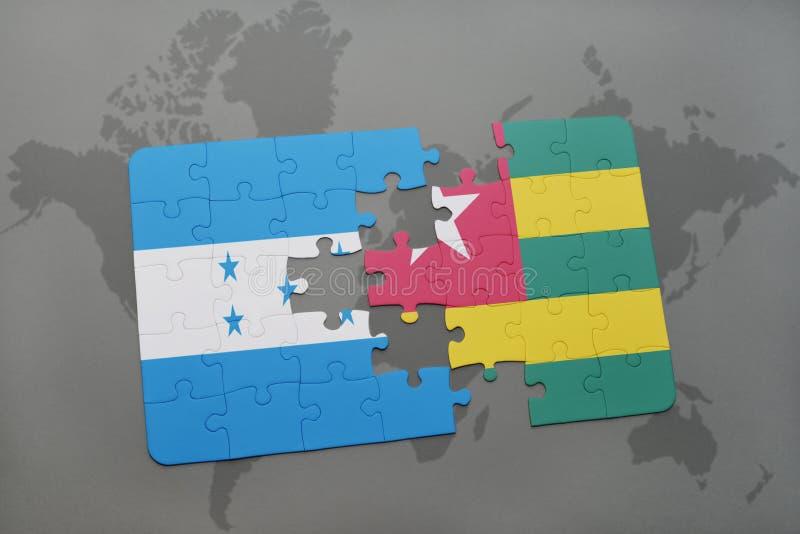 déconcertez avec le drapeau national du Honduras et du Togo sur une carte du monde illustration libre de droits