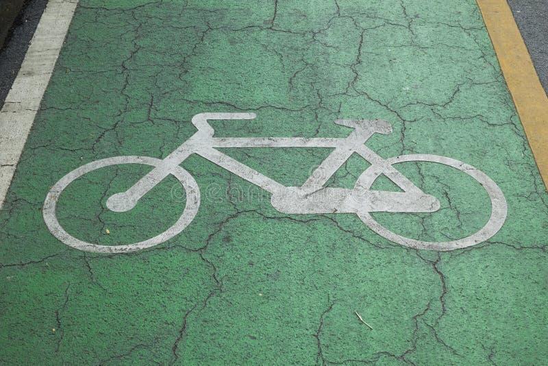 Déconnectez-vous les voies pour bicyclettes en parc photo libre de droits