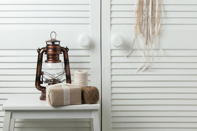 Décor brun beige de chambre à coucher photo stock
