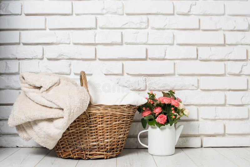 Décor confortable de maison de pays photos stock