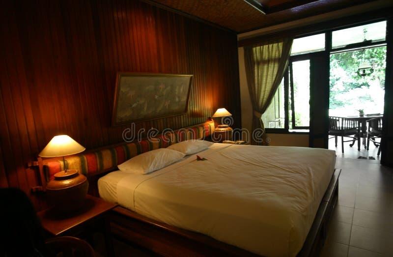 Décor de style de chambre à coucher d'hôtel de Bali photos stock