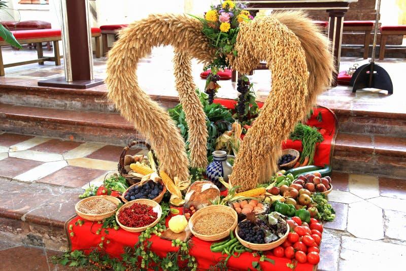 Décoration allemande de récolte de thanksgiving dans une église catholique photo stock