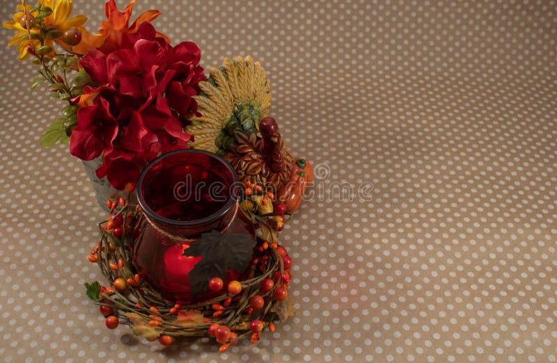 Décoration automnale avec fleurs, Turquie et Centerpiece de bougie image libre de droits