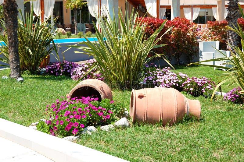 Décoration avec des amphoras d'hôtel de luxe images stock
