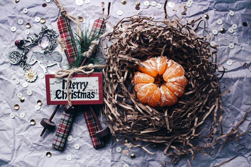 Décoration d'arbre de mandarine de ski de Noël photos stock