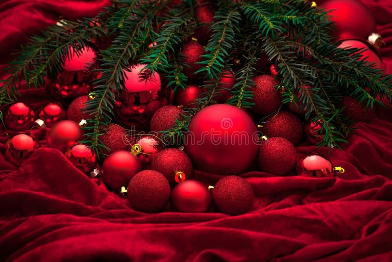 Décoration d'avènement avec la bougie brûlante Fond de Noël image stock