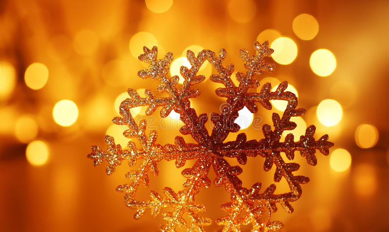 Décoration d'or d'arbre de Noël de flocon de neige images stock