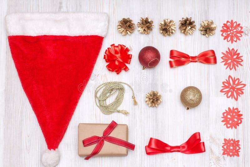 Décoration d'or et rouge de Joyeux Noël et de bonne année photos stock