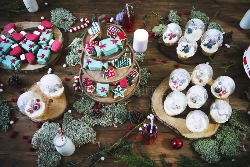 Décoration de bonbons et de desserts à Noël photographie stock libre de droits