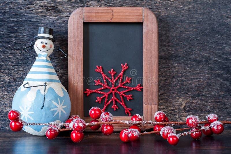 Décoration de bonhomme de neige, de Noëlet panneaux de craie. image stock