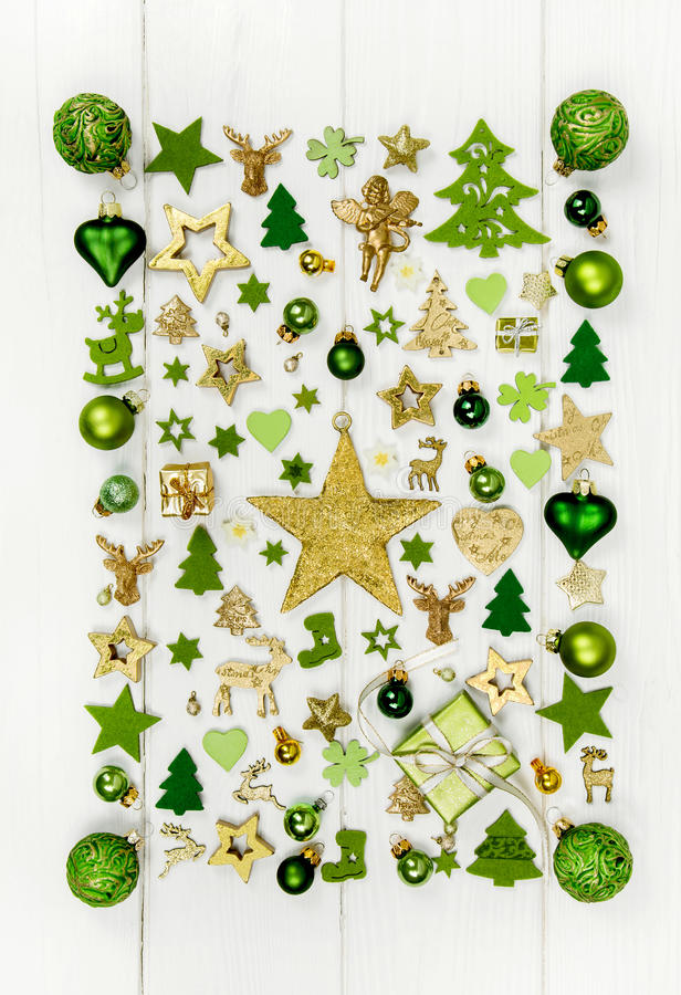 Décoration de fête de Noël dans la Co vert clair, blanche et d'or photos libres de droits