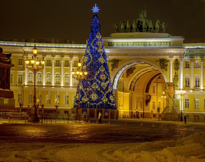 Décoration de fête du centre de St Petersburg pour le nouveau y images libres de droits