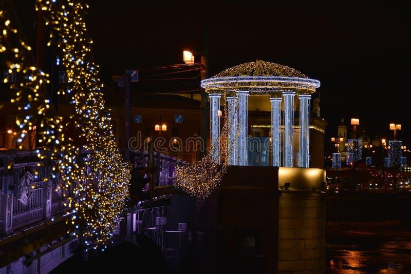 Décoration de fête du centre de St Petersburg pour le nouveau y photographie stock libre de droits