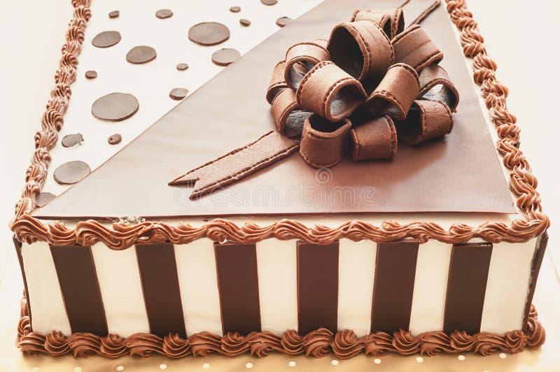 d coration de g teau de chocolat photo stock image du beau classique 55971632. Black Bedroom Furniture Sets. Home Design Ideas