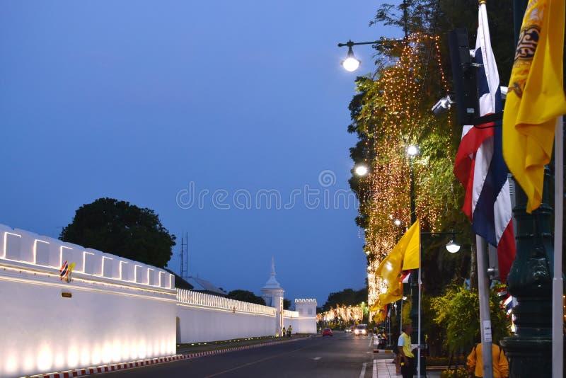 Décoration de LED et d'ampoule au palais royal sur Sanam Luang dans le couronnement du Roi Rama 10 chez Sanam Luang photo stock