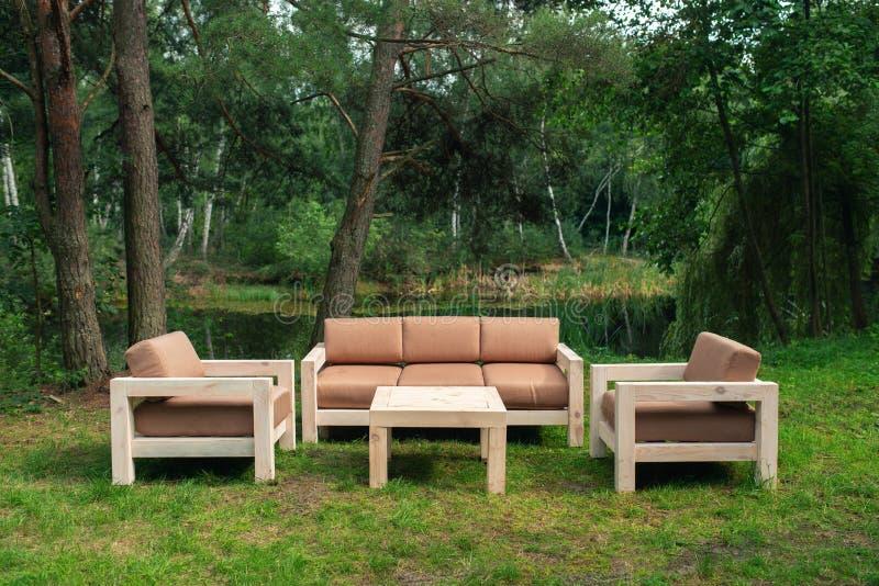 Décoration De Mariage Dans Le Jardin Mariage Moderne Zone De ...