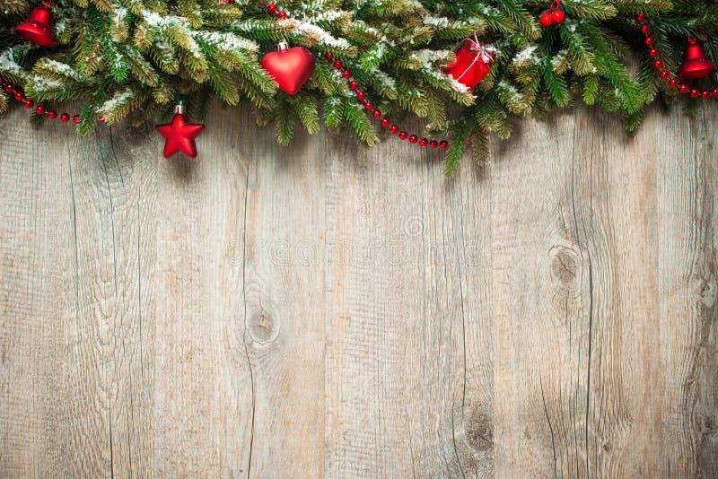 Décoration de Noël au-dessus de fond en bois photos stock
