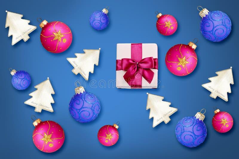 Décoration de Noël au-dessus de fond de colore photos libres de droits