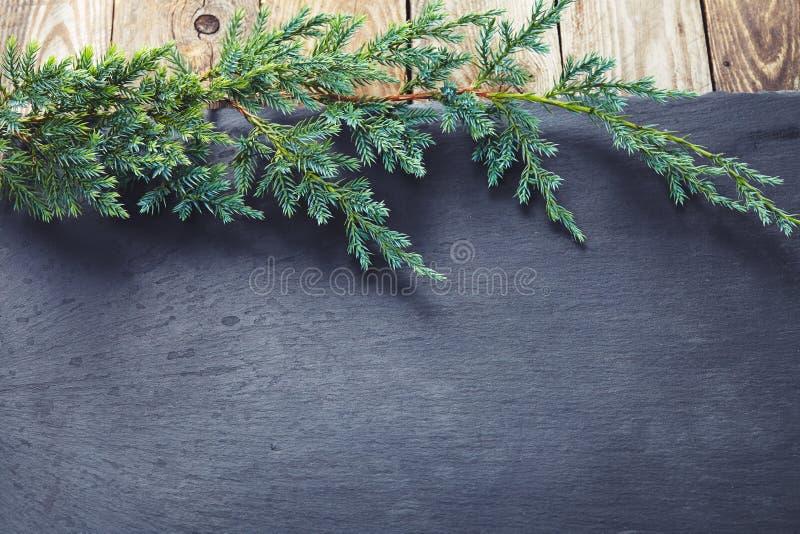 Décoration de Noël au-dessus de fond en pierre foncé image stock