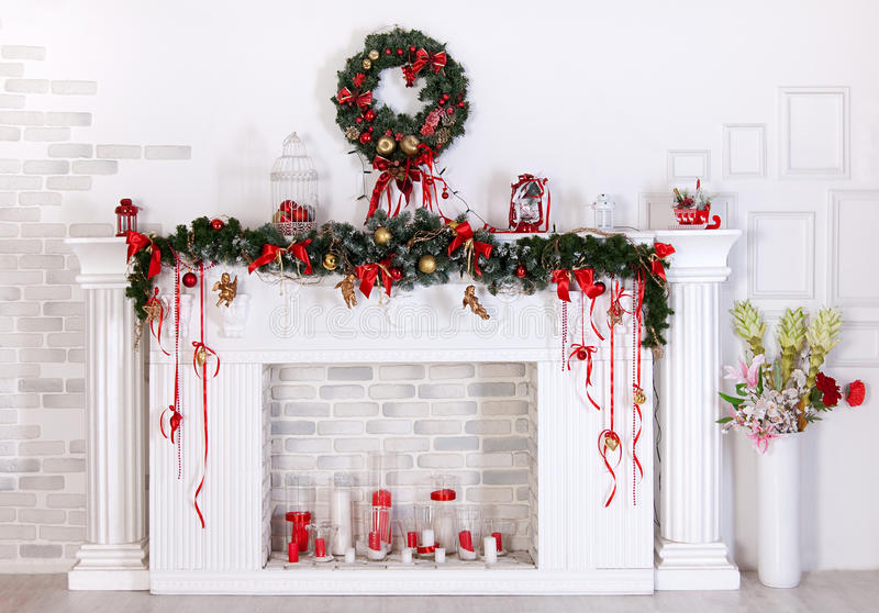d coration de no l avec la chemin e image stock image du heat arbre 36182605. Black Bedroom Furniture Sets. Home Design Ideas