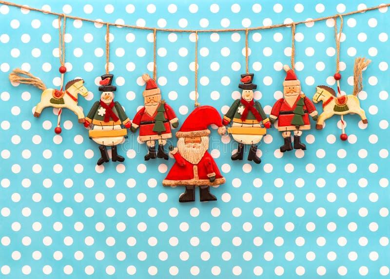 Décoration de Noël avec les jouets en bois fabriqués à la main antiques photo libre de droits