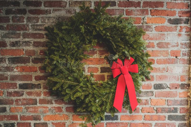 Décoration de Noël avec un ruban rouge photo libre de droits