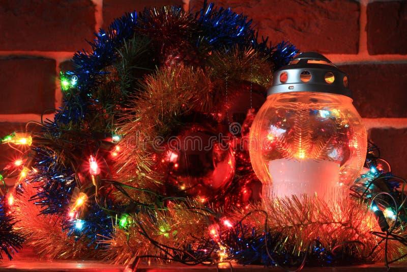 Décoration de Noël avec une bougie photographie stock libre de droits