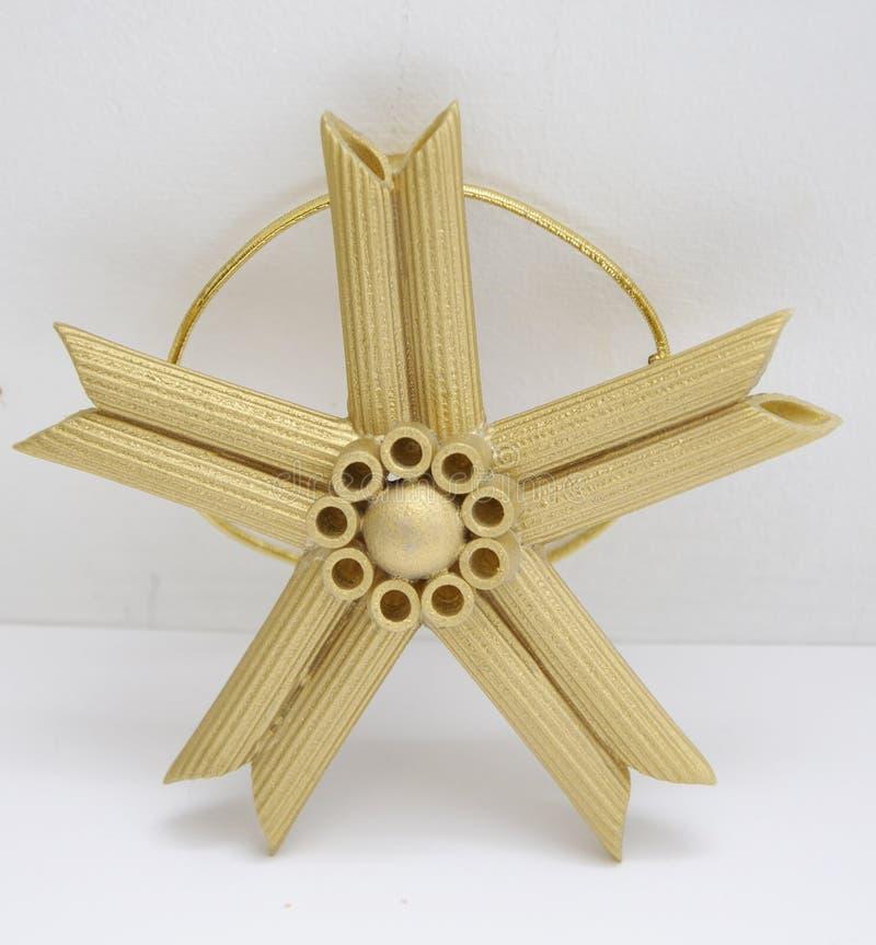Décoration de Noël d'étoile d'or pour accrocher sur l'arbre photographie stock