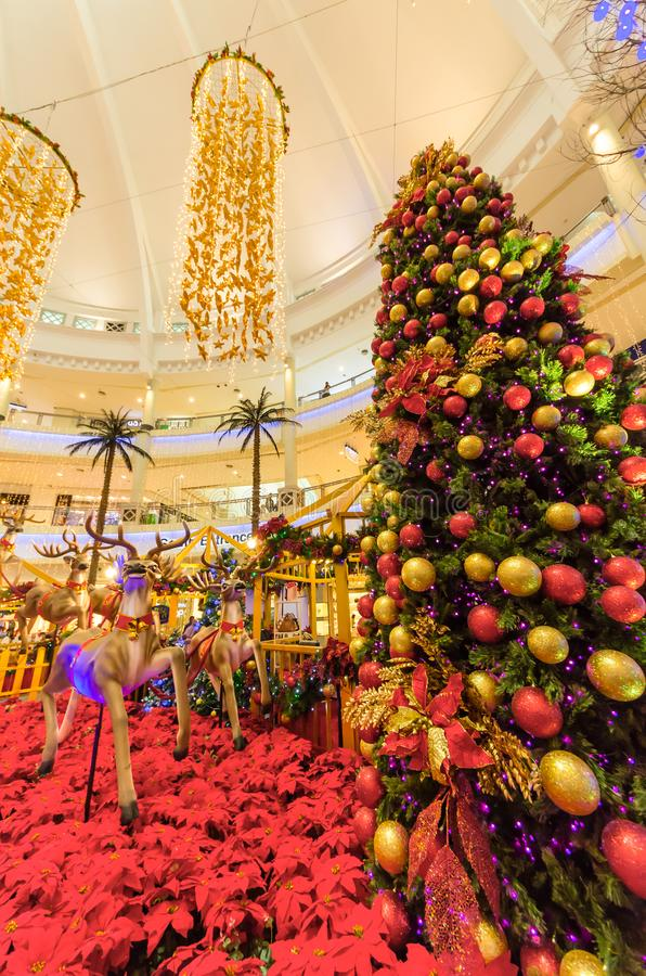 Décoration de Noël dans le mail de courbe qui est situé dans Mutiara Damansara Les gens peuvent explorer vu et faire des emplette photographie stock libre de droits