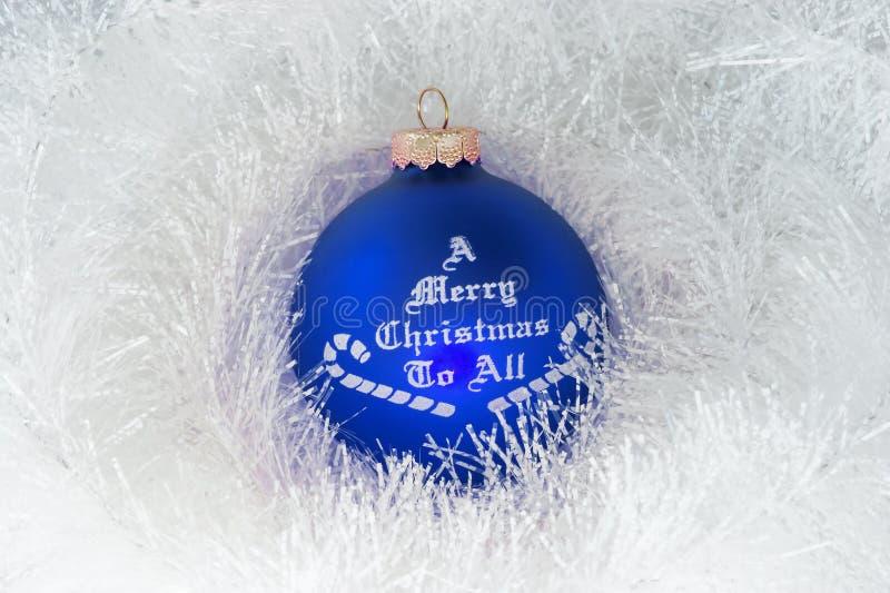 Décoration de Noël et bille bleue image libre de droits