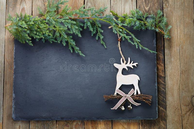 Décoration de Noël sur le fond d'ardoise et en bois photos stock