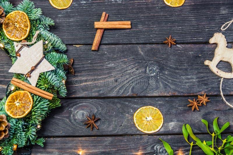 Décoration de Noël sur le fond en bois photographie stock libre de droits