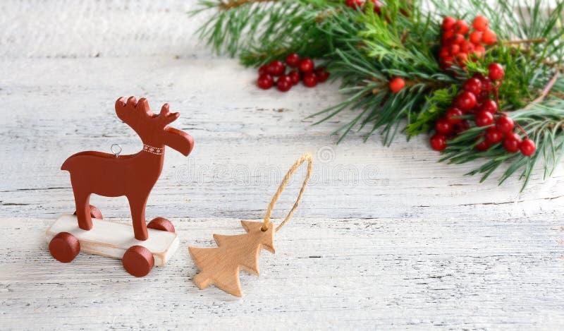 Décoration de Noël sur le fond en bois blanc Type scandinave images libres de droits