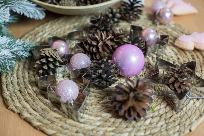 Décoration de Noël sur le fond en bois clair photos stock