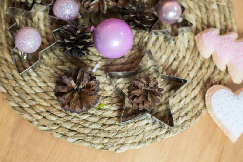Décoration de Noël sur le fond en bois clair image libre de droits