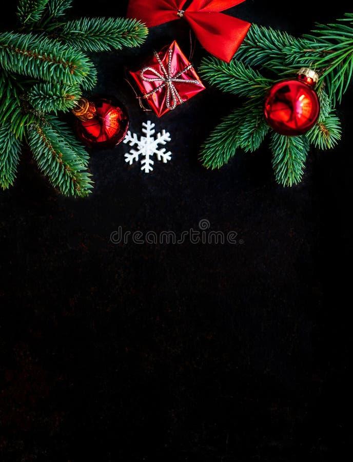 Décoration de Noël sur le fond noir foncé Configuration plate Christm photos libres de droits