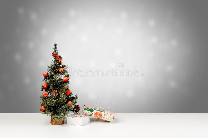 Décoration de Noël sur un fond brouillé images stock