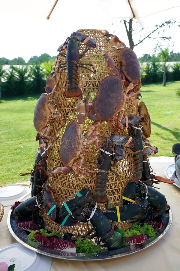 décoration des crabes et du homard sur la table image libre de droits