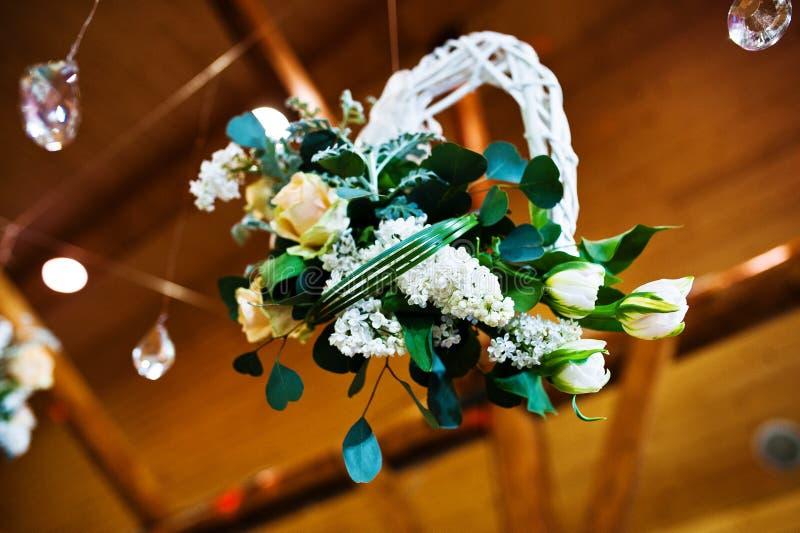 Décoration des fleurs sur la noce, décoration florale images stock