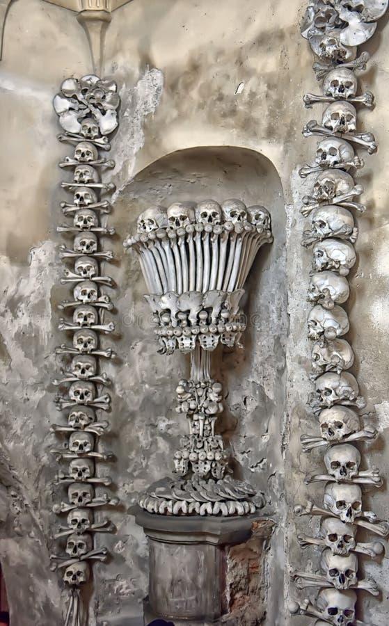 Décoration des os et des crânes humains photos libres de droits