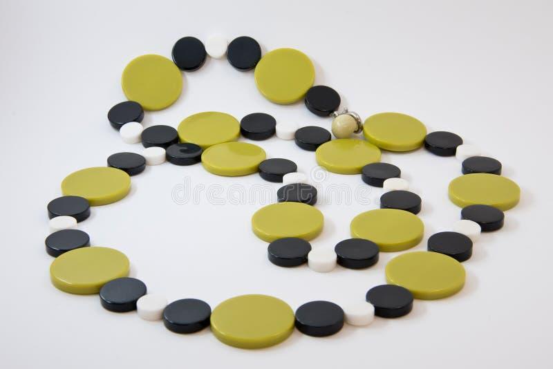 Décoration des perles de la pierre un vert olive Rétros perles en plastique photos stock