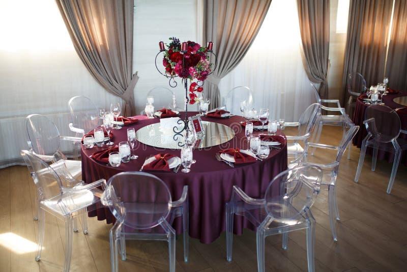 Décoration des tables au mariage image stock