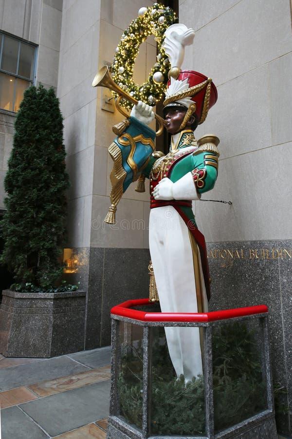 Décoration en bois de Noël de clairon de soldat de jouet au centre de Rockefeller photographie stock libre de droits