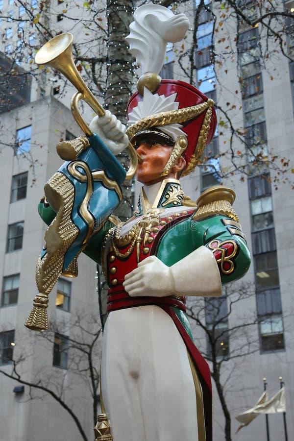 Décoration en bois de Noël de clairon de soldat de jouet au centre de Rockefeller dans Midtown Manhattan photos stock