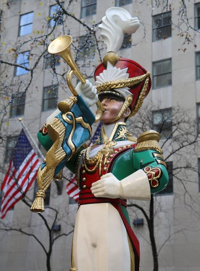Décoration en bois de Noël de clairon de soldat de jouet au centre de Rockefeller dans Midtown Manhattan photos libres de droits